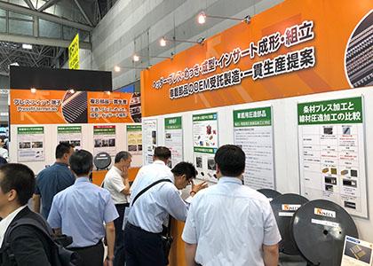 車載関連の圧造部品であるコネクタ端子、プレスフィット端子、二次電池用 正極 負極端子などを中心に展示